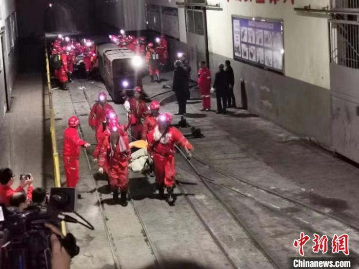 86个小时!四川杉木树煤矿事故被困13人陆续出井
