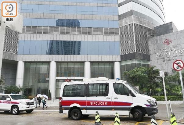 内地女游客在香港酒店内遭抢:被2男子推倒床上 拳打脚踢