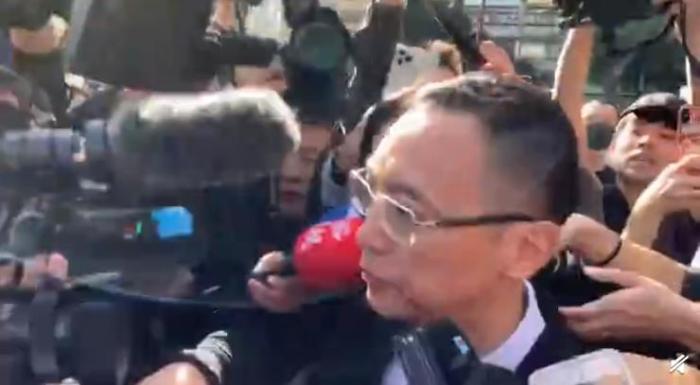 视频截图:浙江卫视代表出席高以翔追悼会