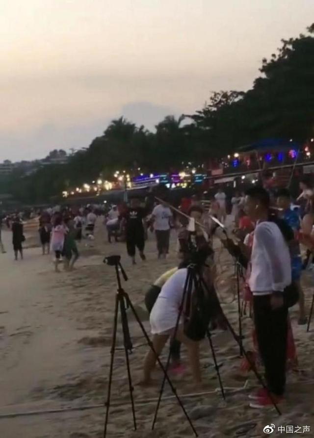 网络主播扎堆海滩强行跟拍游客,三亚:重点整治