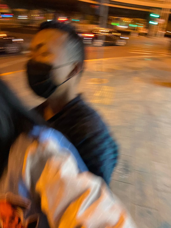 """北京地铁站一男子拉扯女子被指""""强暴犯"""",路人报警相助"""