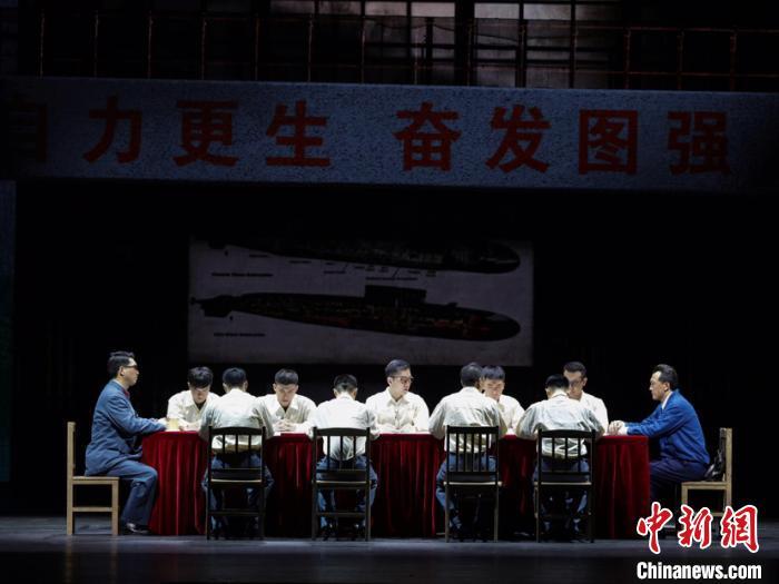 《深海》剧照。广东省话剧院供图