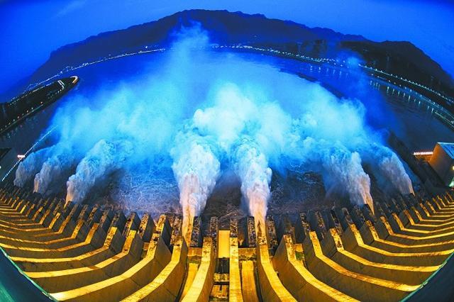 三峡大坝变形?负责人:大坝内埋有1.2万余支监测仪器