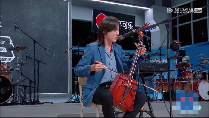 《明日之子乐团季》视频截图。