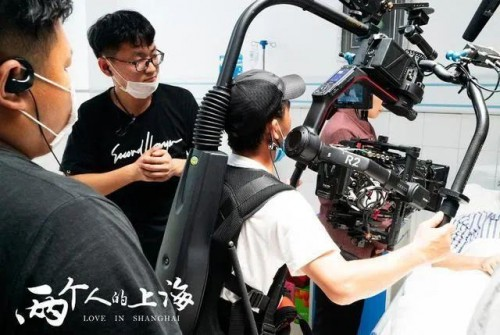8K电视剧《两个人的上海》杀青,三星QLED 8K电视成必备