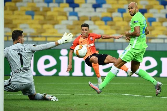 欧国联外围下注-欧联杯-狼堡总分1-5耻辱出局!4分钟丢3球成送分童子