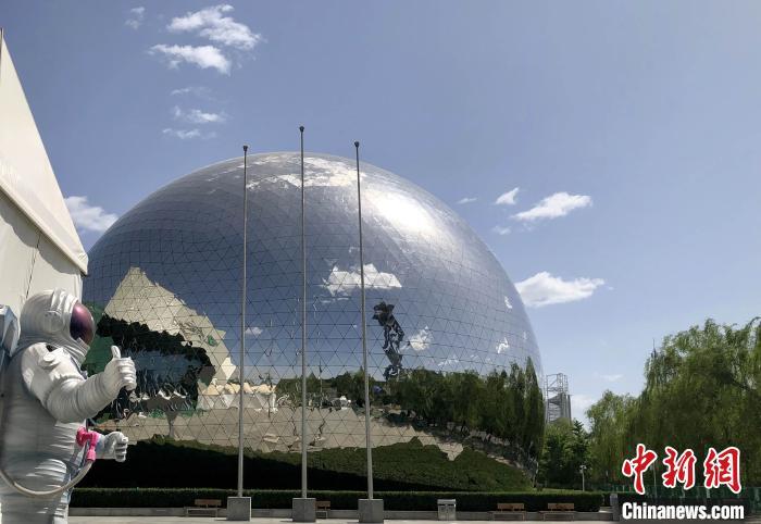 资料图:中国科技馆球幕影院醒目造型。孙自法