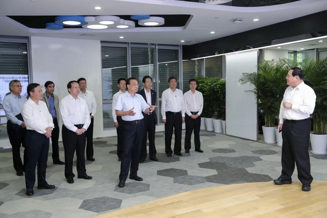 今年各行业实际薪酬变化如何?李克强在上海考察时仔细询问