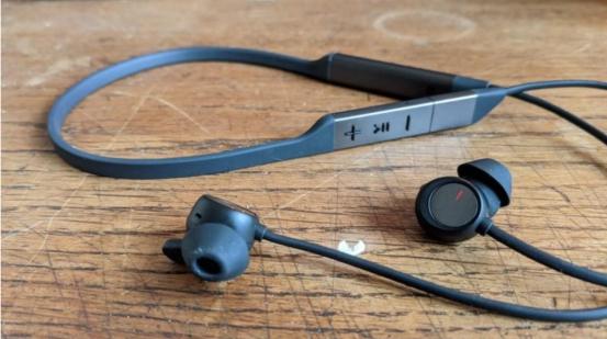 华为FreeLace Pro被知名外媒TechAdvisor评为最好最值得购买的颈戴耳机