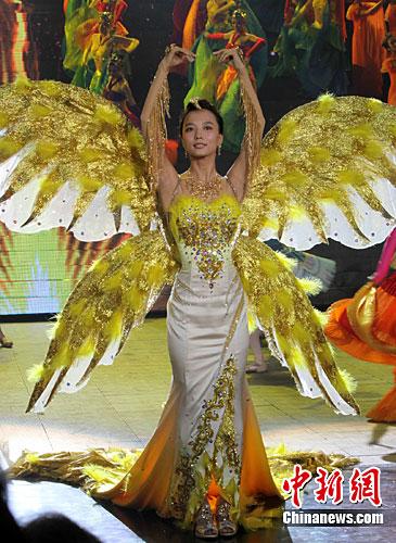 资料图:王珞丹成为第八届金鹰电视艺术节金鹰女神。/p中新社记者 邓霞 摄