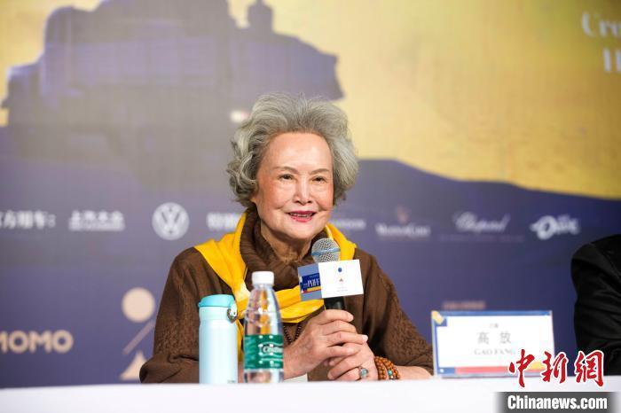 81岁高龄的表演艺术家高放畅谈拍摄幕后故事。 张云 摄
