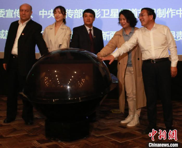 电影《喀什古丽》在新疆喀什市举行首映仪式。 胡嘉琛 摄