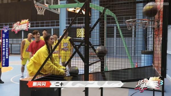 《这就是灌篮3》金子涵回应未成团遗憾 郭艾伦打滚给球员道歉