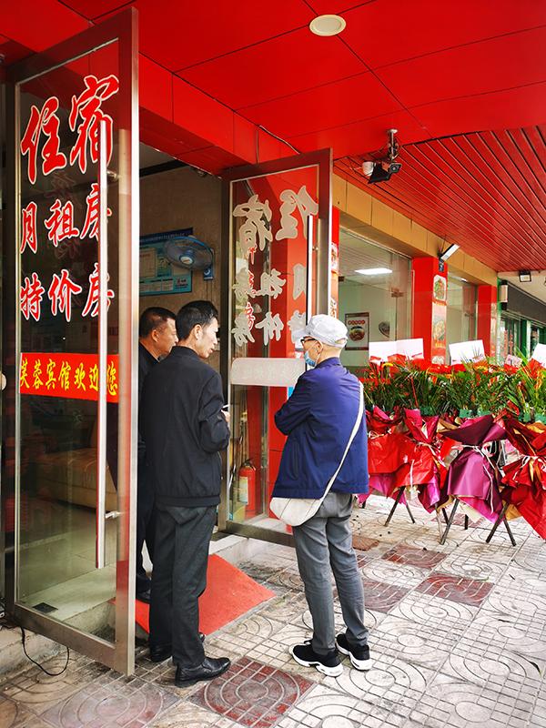 郭沛东到宾馆了解父亲当时住宿情况。 澎湃新闻记者 朱远祥 图