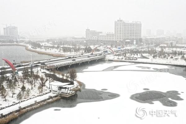 东北强降雪明日结束 南方今起迎降温冷暖差距跨季