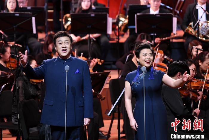 著名歌唱家吕继宏(左)和张也(右)。中国音协供图