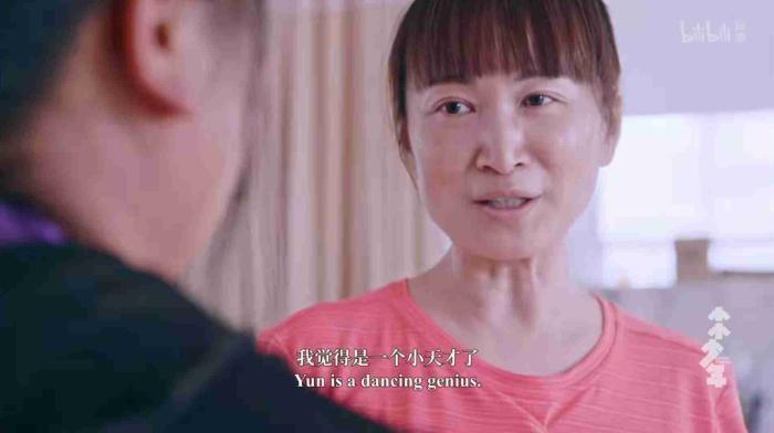 当地舞蹈老师建议小云儿接受更好的舞蹈教育