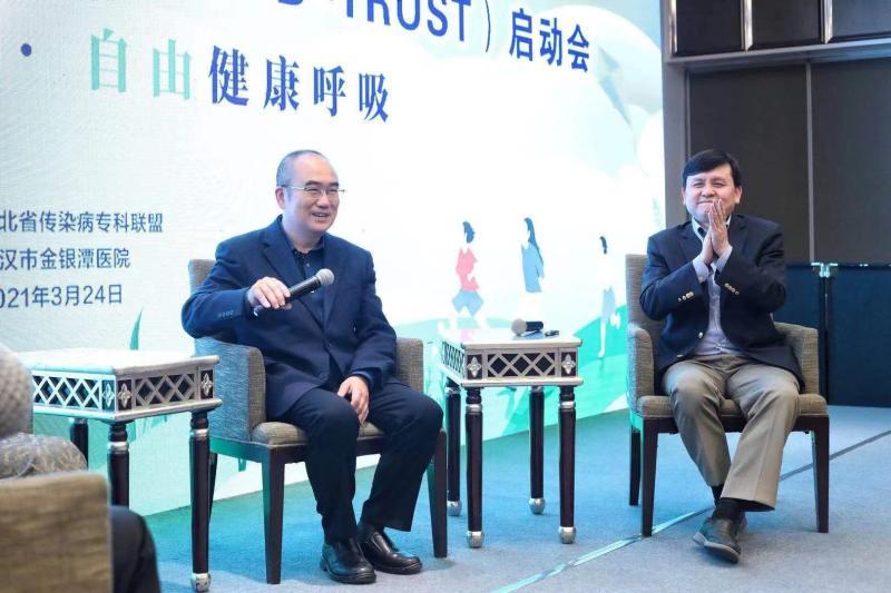张文宏在武汉谈新冠疫苗:接种率70%是底线,上不封顶