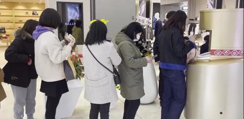 机器人派小样爆红,猎豹移动如何在商场助美妆品牌快速聚人气