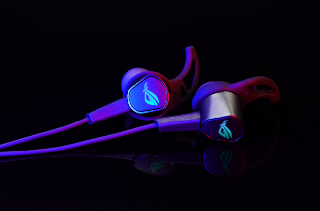 清明假期出行必备!ROG降临2标准版游戏耳机趣享旅途