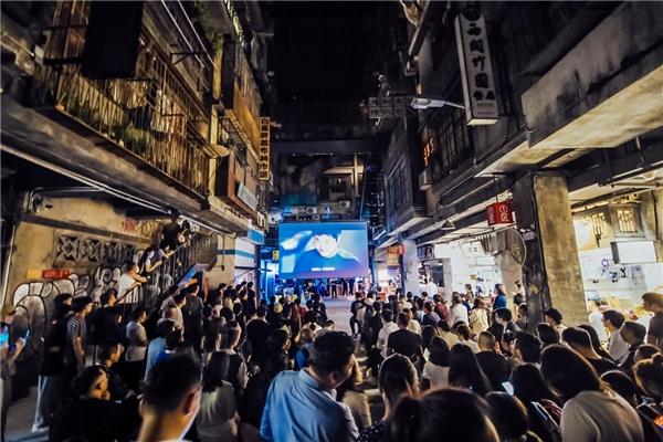深圳文和友火爆开业 光峰科技激光显示大屏进驻