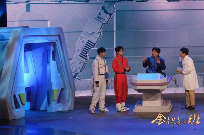 《金牌喜剧班》上演荒诞现实科幻三幕式毕业大戏