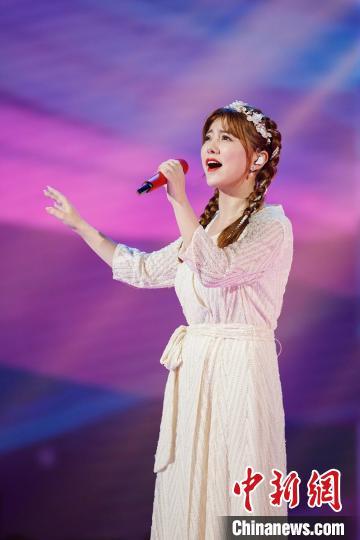 阿兰拥有被天使吻过般的完美嗓音。 广东卫视供图