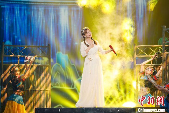 阿兰参与《流淌的歌声》第三季录制。 广东卫视供图