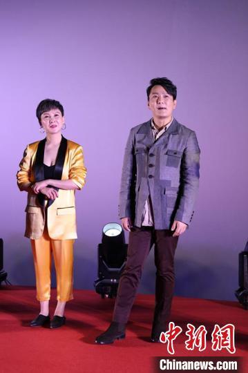 张信哲与导演朱雪菲。 何浠 摄