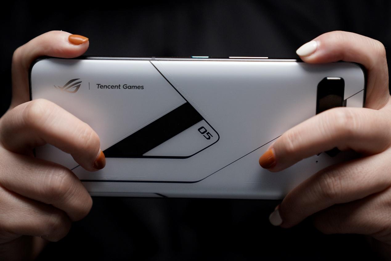 个性视窗打造独特信仰 腾讯ROG游戏手机5幻影正式来临