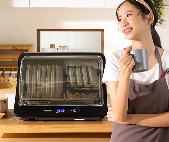 在家用餐碗筷也需要消毒,韩加消毒柜消除食源性污染