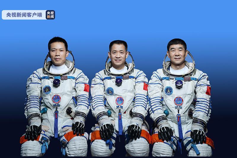 神舟十二号载人飞船三人乘组名单公布 将于明天发射