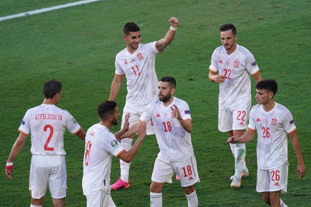 西班牙5-0斯洛伐克出线!萨拉维亚独造3球库茨卡自摆乌龙
