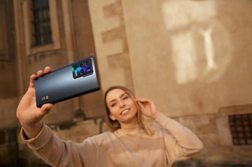 5G先锋 极致体验,中兴多款5G终端亮相MWC 2021巴塞展