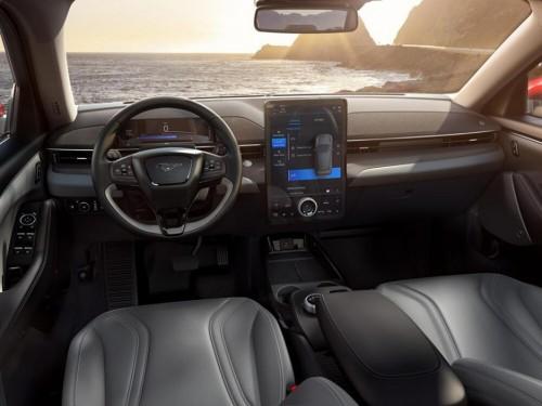 国产福特Mustang Mach-E解锁别具一格的纯电驾趣