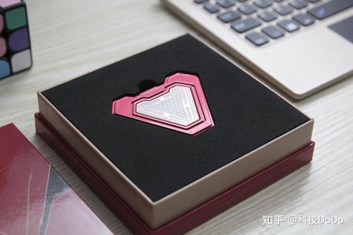 爱国者aigo S9漫威版移动固态硬盘重现钢铁侠方舟反应堆