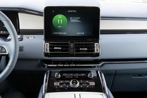 林肯领航员配备同级独有的10速自动变速箱加速更显平稳