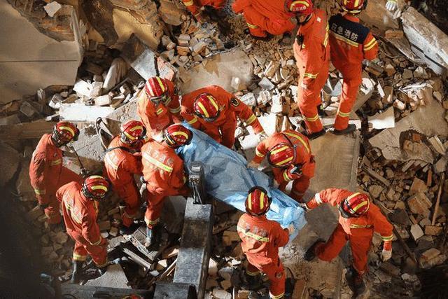 1分钟看苏州酒店倒塌事故救援现场 倒塌辅房为麻将馆生意火爆