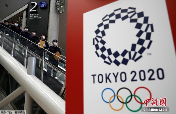 当地时间2021年7月12日,日本东京,东京奥运会开幕日期临近,警方对奥运会主新闻中心进行安全检查。